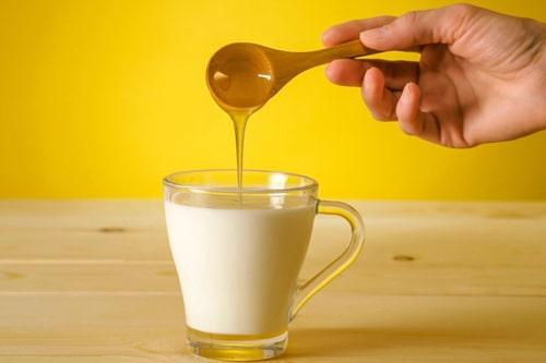 Рецепт молока с содой и медом