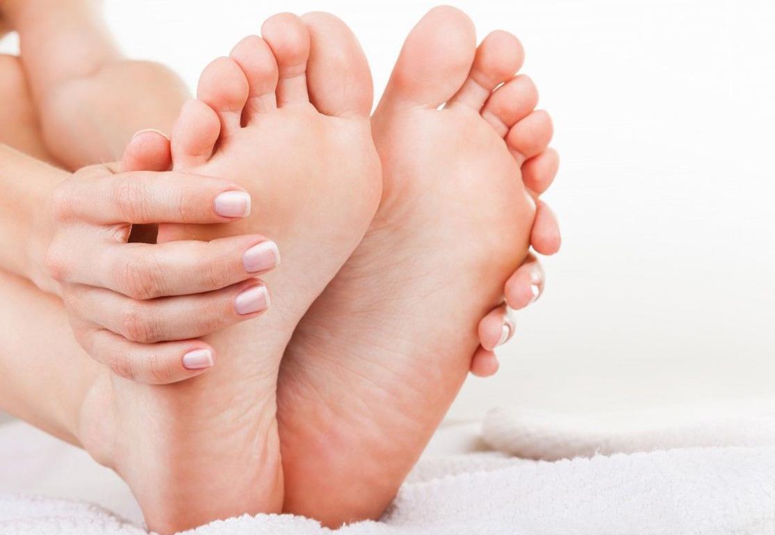 Народные средства от отеков, трещин и неприятного запаха в ногах